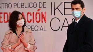 Iker Casillas e Isabel Díaz Ayuso.