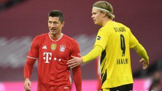 Haaland y Robert Lewandowski durante el Bayern-Borussia. (AFP)