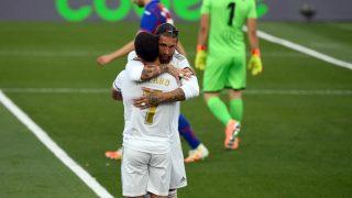 Ramos y Hazard celebra un tanto la temporada pasada. (AFP)