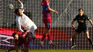 Sergio Ramos reclamó penalti de Marcone. (AFP)