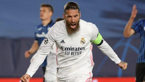 Sergio Ramos celebra su gol contra el Atalanta (EFE).
