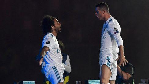 Marcelo y Cristiano Ronaldo celebran una Champions League con el Real Madrid. (AFP)