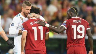 Ramos se abraza con Salah durante el último partido entre ambos equipos en la final de Champions de 2018. (Getty)