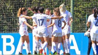 Las jugadoras del Real Madrid celebran un gol al Deportivo.
