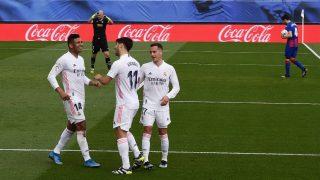 Marco Asensio celebra su tanto junto a Casemiro y Lucas Vázquez. (Getty)