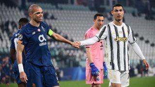 Pepe y Cristiano Ronaldo durante el Juventus-Oporto de Champions League. (AFP)