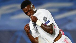 Vinicius celebra uno de sus goles en el Real Madrid-Liverpool de la Champions League. (AFP)