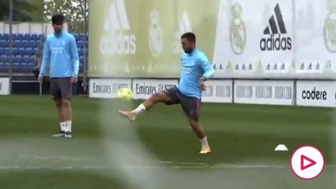 El espectacular golazo de Hazard en el entrenamiento.