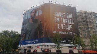 La nueva lona de Sergio Ramos en Barcelona.