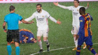 Nacho, durante el Real Madrid – Barcelona. (EFE)