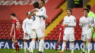 Nacho y Militao tras el encuentro ante el Liverpool.