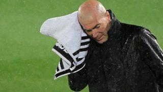 Zidane, durante el Clásico. (AFP)