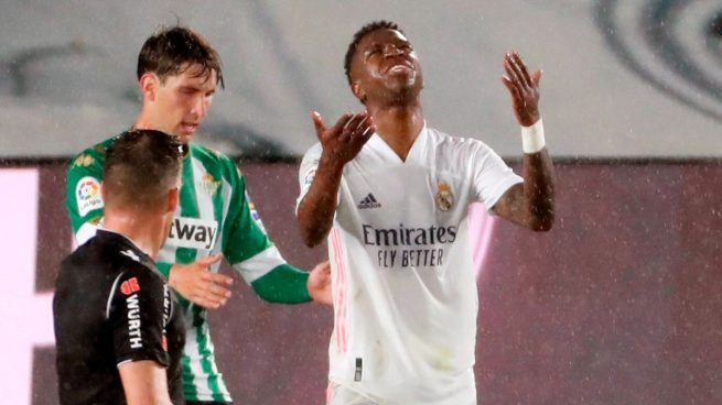 'Superindignación' en el Real Madrid con los arbitrajes