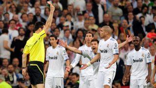 Pepe fue expulsado en la Champions League. (AFP)