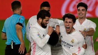 Los jugadores del Real Madrid celebran el gol de Militao a Osasuna. (AFP)