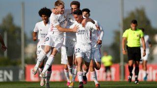 Los jugadores del Castilla celebran uno de los goles de Arribas, ante el Badajoz (Realmadrid.com).
