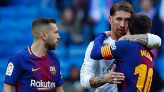 Sergio Ramos y Messi se abrazan al final de un Clásico en el Bernabéu. (Getty)