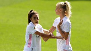 Olga Carmona y Sofía Jakobsson, en un encuentro del Real Madrid Femenino. (Getty)