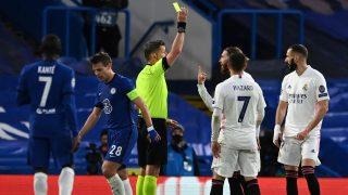 Orsato saca amarilla a Ramos. (AFP)