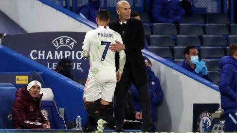 Hazard, junto a Zidane. (Getty)