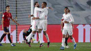 La plantilla del Real Madrid celebra un gol contra Osasuna (Getty).