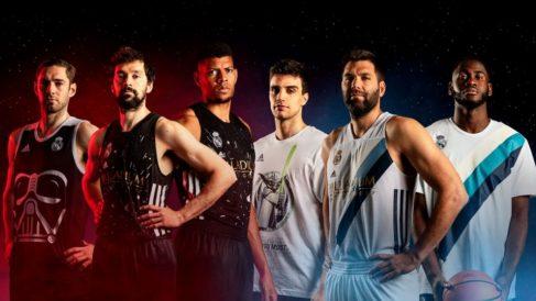 Los jugadores del Real Madrid posan con la camiseta de Star Wars.