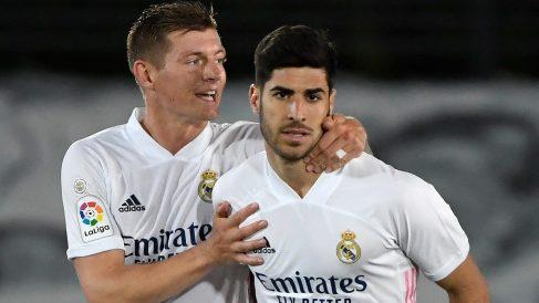 Asensio y Kroos celebran un gol. (AFP)