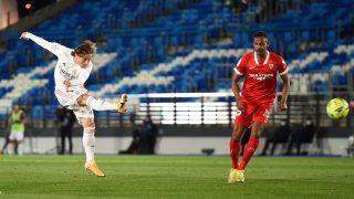 Modric lo intentó ante el Sevilla. (Getty)
