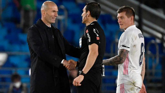 Zidane, tras hablar con el árbitro: «No me sirven sus explicaciones, estoy enfadado»