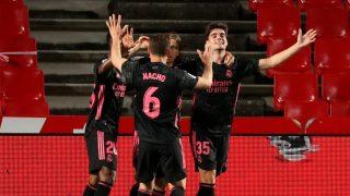 El Real Madrid celebra un gol ante el Granada. (EFE)