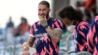 Sergio Ramos, en la grada del Di Stéfano en el partido contra el Villarreal. (AFP)