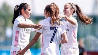 Las jugadores del Real Madrid Femenino se abrazan tras anotar un gol. (@realmadridfem)