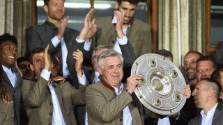 Carlo Ancelotti celebra el título de la Bundesliga con el Bayern. (Getty)