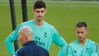 Thibaut Courtois, junto a Eden Hazard en un entrenamiento del Real Madrid. (AFP)