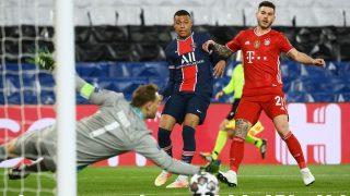 Mbappé y Lucas, en un partido. (AFP)