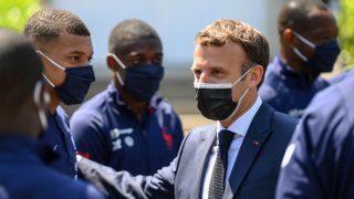 Mbappé y Macron, en Clairefontaine. (AFP)