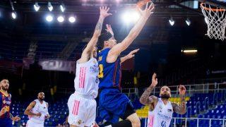Kuric entra a canasta. (ACB Photo)