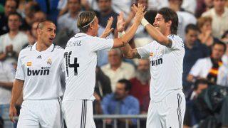 Ramos y Guti celebran un gol. (AFP)