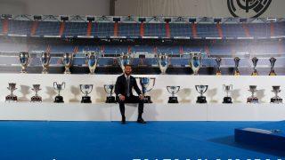 Sergio Ramos posa con todos los títulos que ha logrado con el Real Madrid. (@SergioRamos)