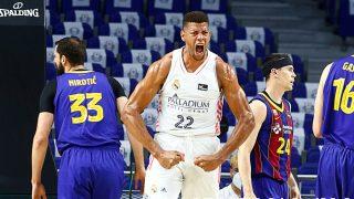 Tavares, en un partido contra el Barça. (ACB Photo)