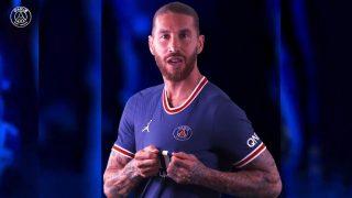 Sergio Ramos luce la camiseta del Paris Saint Germain.