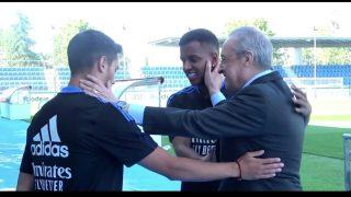 Florentino Pérez saluda a Brahim y a Rodrygo.