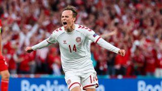 El jugador de la Sampdoria Damsgaard celebra su primer gol con Dinamarca en la Eurocopa (Getty)