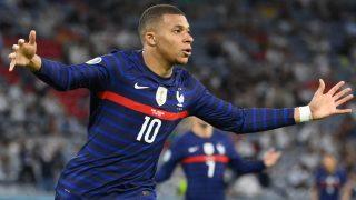 Kylian Mbappé celebra un gol con Francia. (AFP)