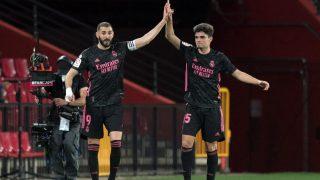 Miguel Gutiérrez celebra un gol con Benzema. (AFP)