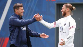 Sergio Ramos saludando a su nuevo entrenador, Mauricio Pochettino (PSG.fr).