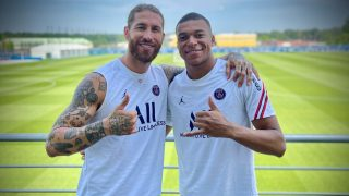 Sergio Ramos y Mbappé posan en el entrenamiento del PSG.