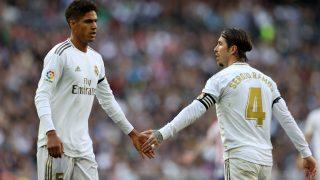 Ramos y Varane, durante un partido.
