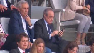 Florentino Pérez, en la grada durante el amistoso entre el Real Madrid y el Milan.