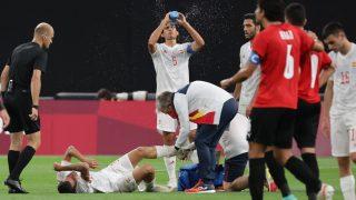 Ceballos, en el momento de la lesión contra Egipto. (AFP)